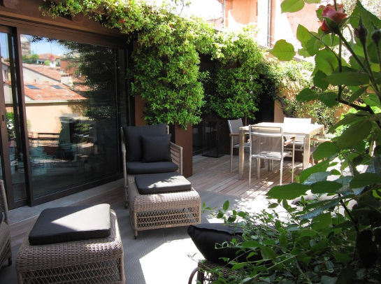 decora terraza con plantas